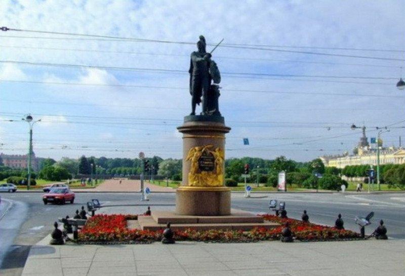 Памятник Суворову в Петербурге