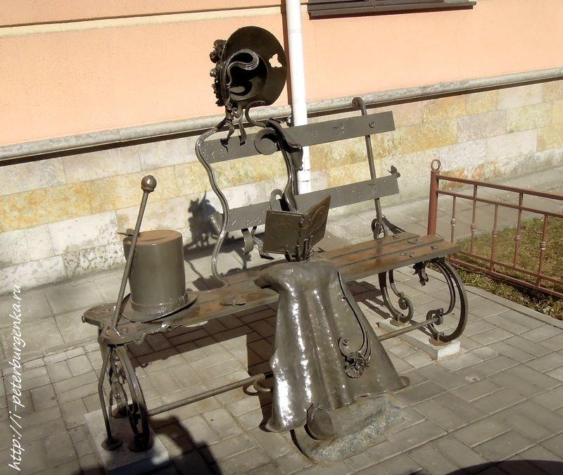 Памятник Натали в Пушкине